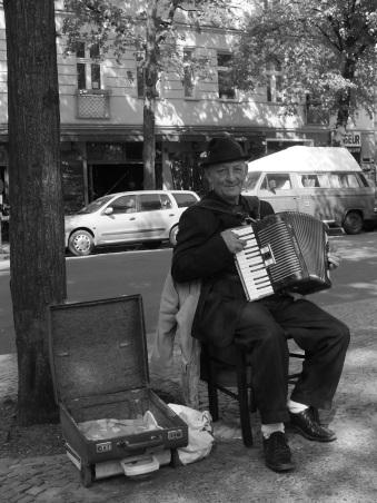 street-musicians-406850